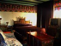 King/queen size bedroom in Dhood Gu Hotel,Lhasa  » Click to zoom ->