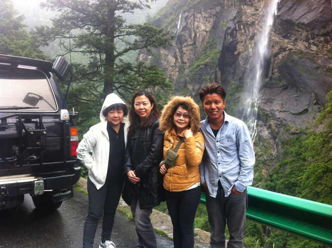 Tibet travelers from Malaysia with Local Tibetan tour guide