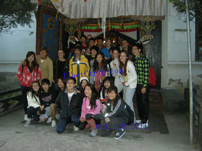 Students travel in Tibet