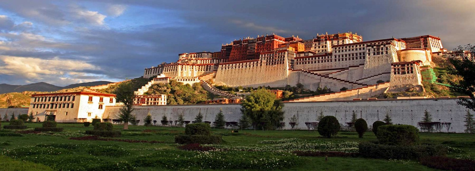Visit Potala Palace, the landmark of Tibet